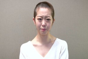 Minegishi Manami, a member of Japanese girl band AKB48, shaves her head in penance for sleeping with a boy.