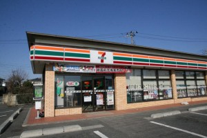 An attempted robbery at a 7-11 has netizens in stitches