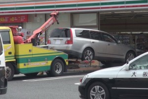 rsz_car-crashes-into-convenience-store-japan-05