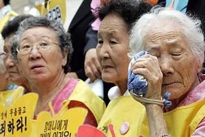 Former Korean comfort women protesting in Seoul