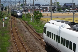 Two high speed trains narrowly avoid collision in Japan