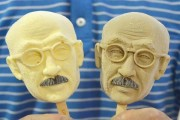 Ice creams in the shape of Tojo Hideki's face go on sale in China.