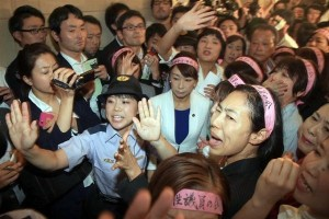 rsz_wall-of-women-block-security-bill-japan-01