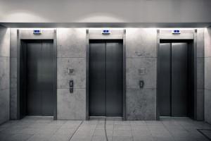 women-shouldnt-ride-elevators-with-men-japan-01